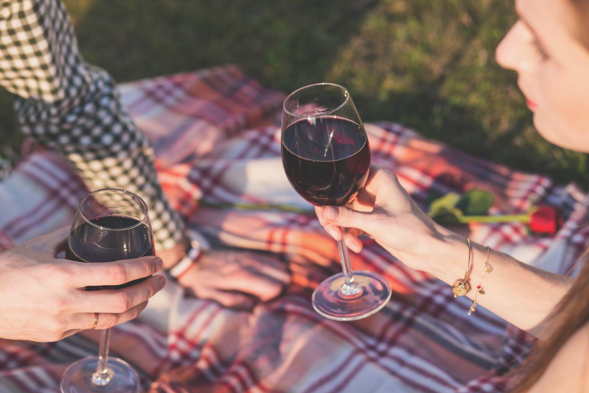 bebiendo-vino-finca-sanchez-cozar