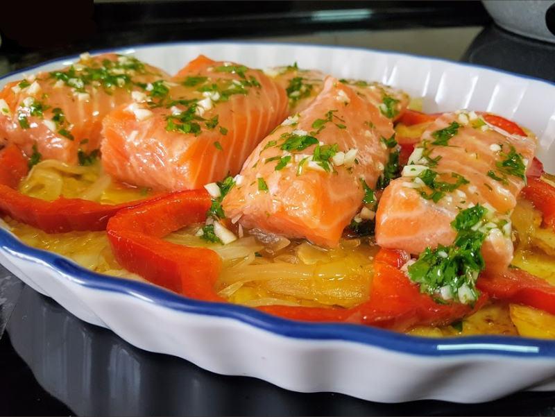Receta de salmón al vino rosado